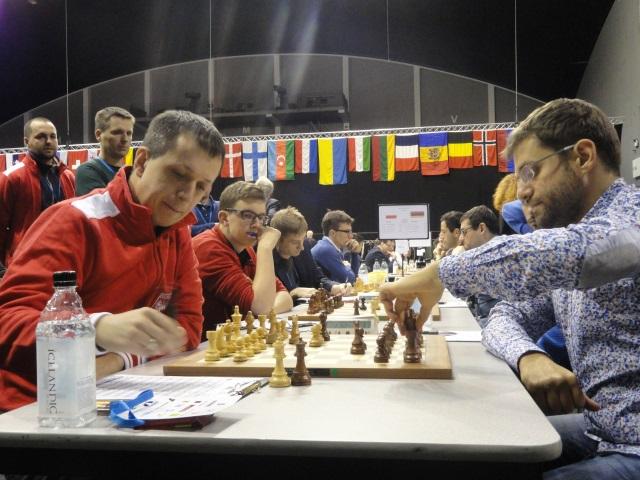 Pojedynek z jednym z najsilniejszych szachistów globu ostatnich lat, Lewonem Aronianem, niestety nie zakończył się dobrze dla naszego lidera (fot. Agnieszka Fornal-Urban).